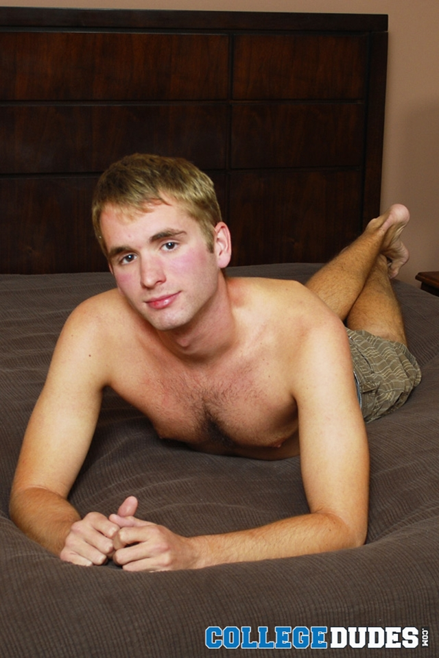 Young-blond-college-jock-Taylor-Kale-College-Dudes-01-photo