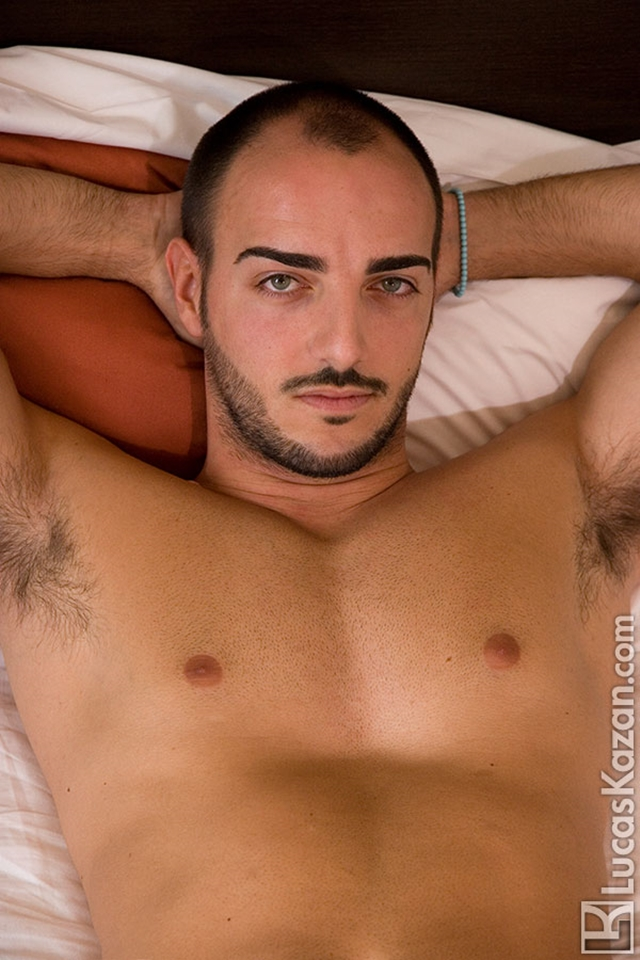 Gay-porn-pics-03-Manuel-Lucas-Kazan-Italian-latin-gay-men-latino-straight-men-naked-straight-latino-men-photo