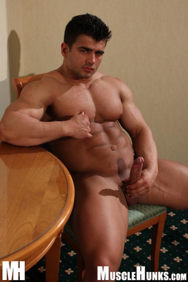 Gay.com muscle nude