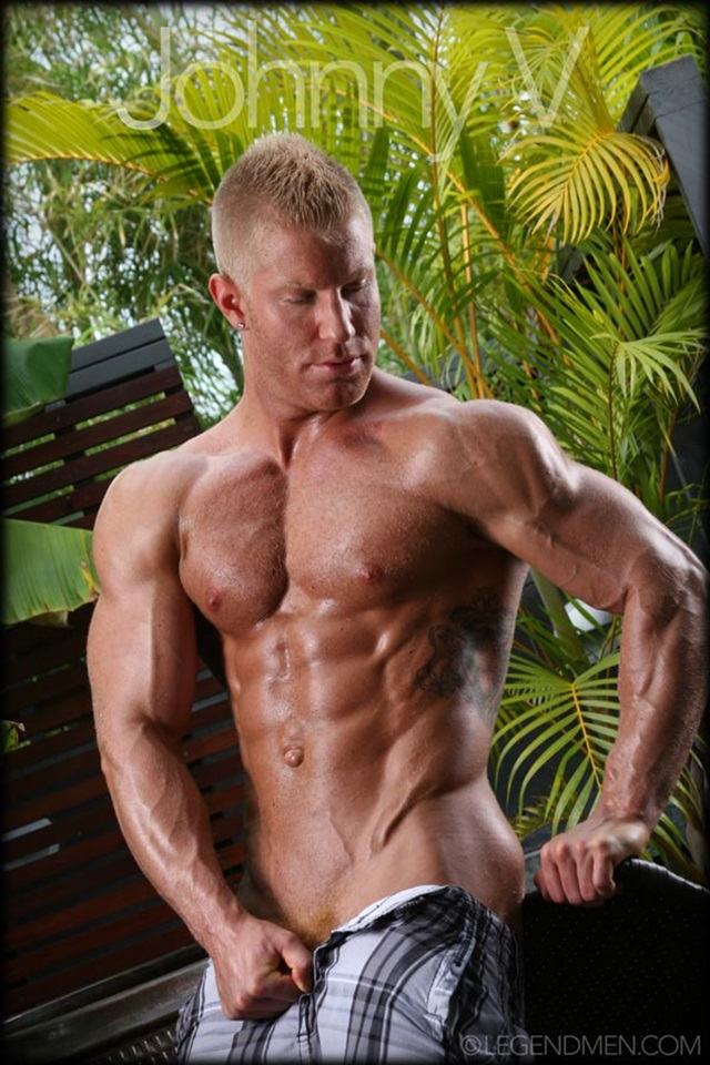 Johnny-V-Legend-Men-Gay-Porn-Stars-Muscle-Men-naked-bodybuilder-nude-bodybuilders-big-muscle-huge-cock-002-gallery-video-photo