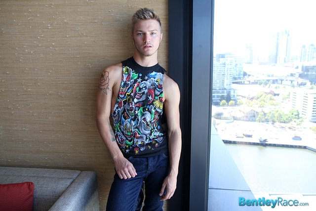 Sarpa-Van-Rider-bentleyrace-Sexy-Australian-stud-19-year-old-greases-bum-black-rubber-cock-001-male-tube-red-tube-gallery-photo