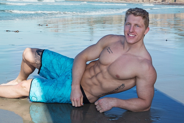 Sean-Cody-sexy-tattoos-ripped-muscle-body-Nolan-weak-knees-Sucking-hard-erect-cock-trick-001-male-tube-red-tube-gallery-photo