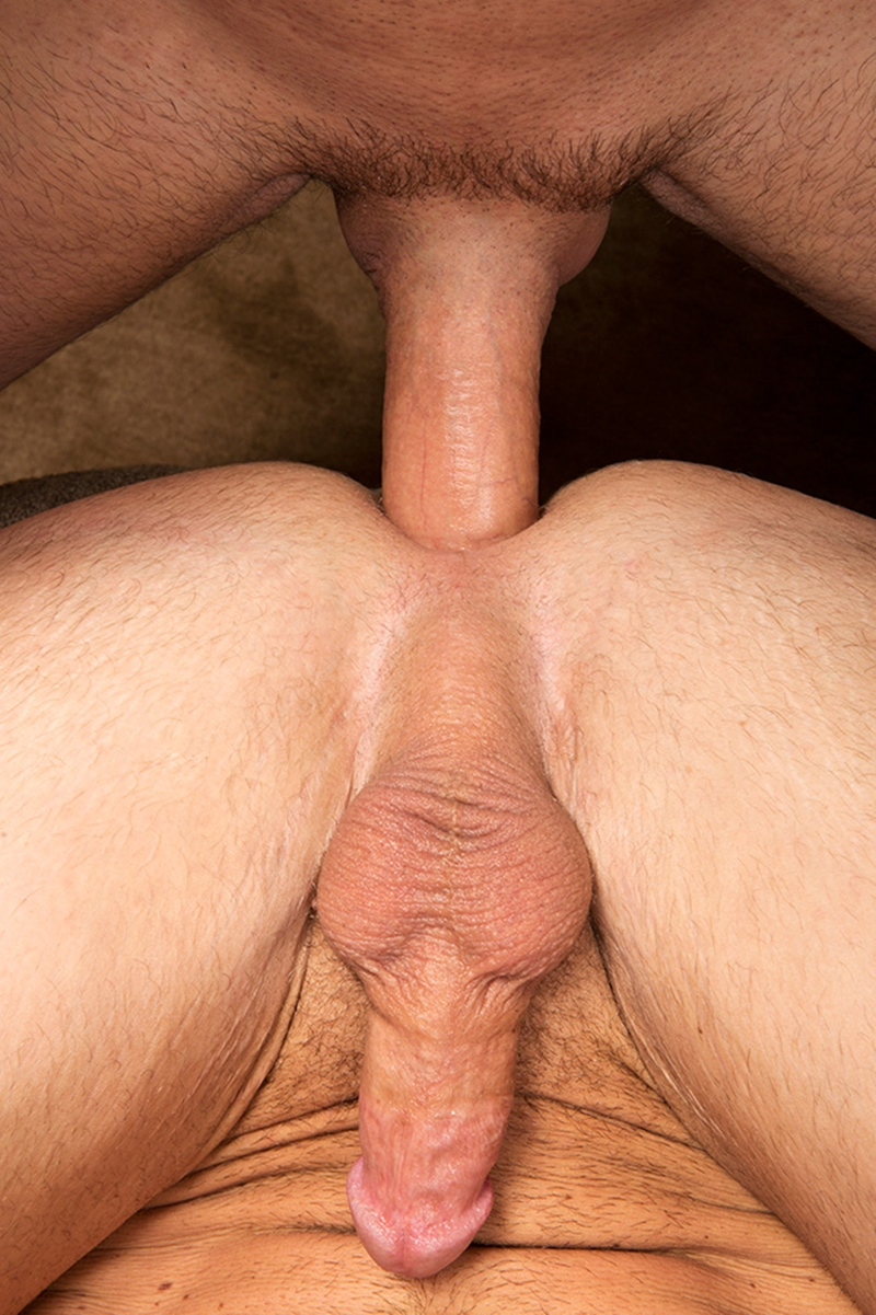 Muscle Gay Bareback With Anal Cumshot