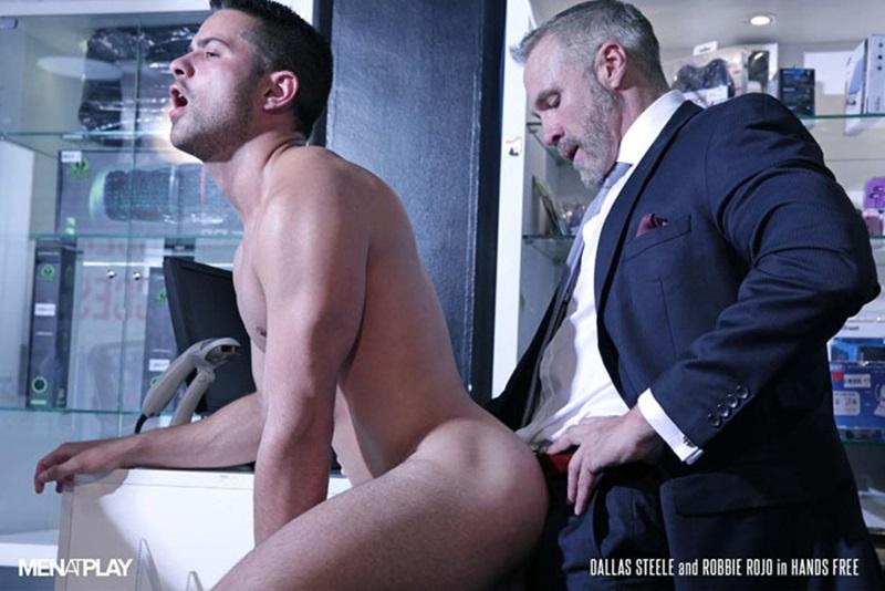 Men-com-young-muscle-bottom-boy-Robbie-Rojo-Silver-Daddy-Dallas-Steele-massive-cock-fuck-boy-hot-older-man-fucked-hard-cum-load-deep-ass-01-gay-porn-star-sex-video-gallery-photo