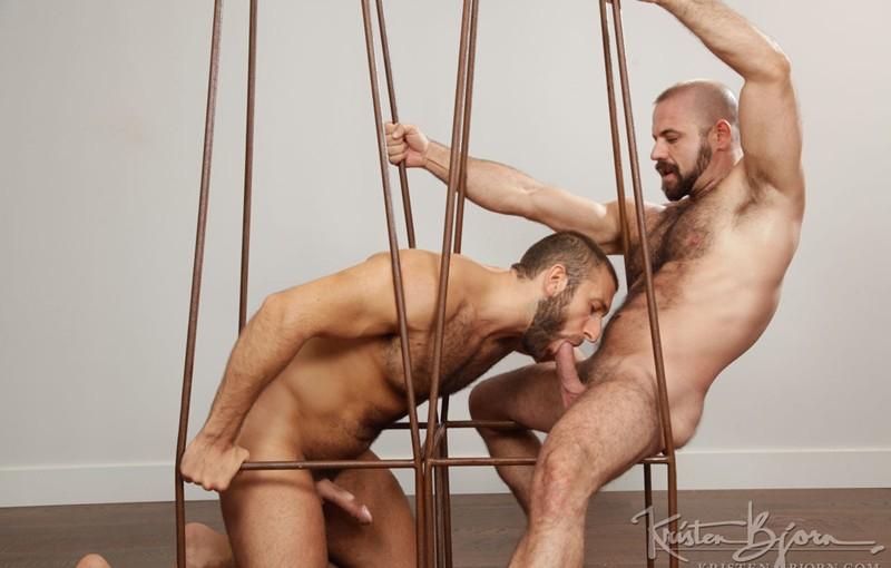 Jalil Jafar slams his raw cock into Felipe Ferro's hairy hole