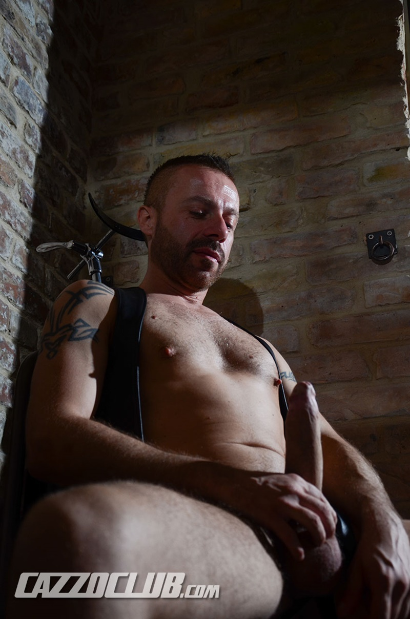 cazzoclub-naked-pig-fisting-bottom-ashley-ryder-horny-top-nico-lust-hairless-pink-ass-open-asshole-gaping-cunt-rosebud-swollen-003-gay-porn-sex-gallery-pics-video-photo